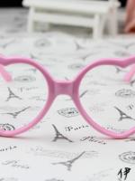 แว่นตาแฟชั่นเกาหลี กรอบหัวใจสีชมพูอ่อน (ไม่มีเลนส์)