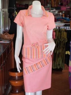 ชุดเสื้อกระโปรงผ้าฝ้ายสุโขทัยแต่งลายมุกสายรุ้งปกเชิ้ต ไซส์ XL