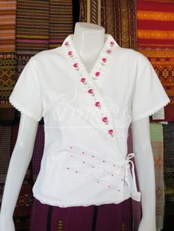 เสื้อผ้าฝ้ายสีขาว แต่งปักมือลายดอกไม้ ไซส์ L