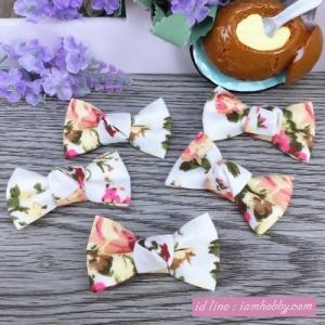 โบว์ผ้าสีขาว ลายดอกไม้ ( 6 ชิ้น )