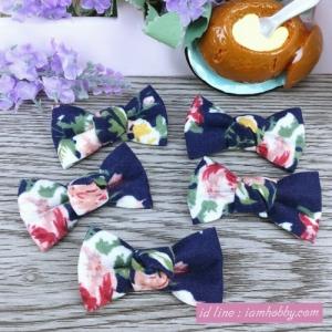 โบว์ผ้าสีน้ำเงิน ลายดอกไม้ ( 6 ชิ้น )