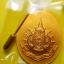 เหรียญในหลวง ร.๙ ทรงกล้อง เนื้อกะไหล่ทองลงยาสีเหลือง พระราชพิธีมหามงคลเฉลิมพระชนมพรรษา 6รอบ ปี 2542 thumbnail 2