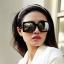 แว่นตากันแดดแฟชั่นเกาหลี กรอบสีเหลี่ยมสีดำด้าน เลนส์กระจก thumbnail 1