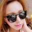 แว่นตากันแดดแฟชั่นเกาหลี กรอบสีดำ เลนส์ปรอทกระจกเงา thumbnail 2