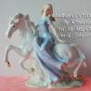 ของแต่งบ้านวินเทจ ตุ๊กตาเรซิ่นสาวสวยนั่งบนหลังม้า