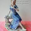ตุ๊กตาพอร์ซเลนแต่งบ้าน รูปหญิงสาวนั่งบนม้าหินถือดอกไม้ และมีนก 2 ตัว