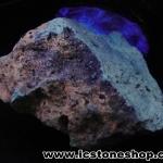 วิลเลมไมท์ (Willemite) หินเรืองแสงในคลื่นแสงยูวีต่ำ ตั้งโต๊ะ ฐานไม้ (31g)