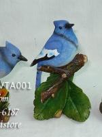 ตุ๊กตาเรซิ่นรูปนก ยืนบนขอนไม้