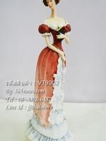 ตุ๊กตาเรซิ่นรูปหญิงสาวสูงศักดิ์สวมเดรสยาว กำลังยืนถือหนังสือ