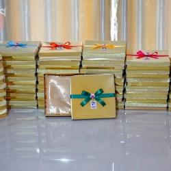 ขอบคุณนะคะ K.Am & K.Noe ชุดผ้าแพรรับไหว้กล่องทอง คละสีโบว์ คละสีผ้าแพรค่ะ