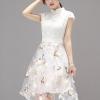 [พร้อมส่ง]เดรสผ้าลูกไม้คอจีนสีขาว ต่อช่วงกระโปรงผ้าพิมพ์ลายผีเสื้อประดับด้วยดอกไม้ติดซิบหลัง สวยเหมือนแบบผ้าเนื้อดี สวมใส่สบาย รหัสEN6