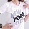 เสื้อยืดพอดีตัว คอกลม แขนสั้น สีขาว สกรีนอักษร New York City สไตล์เด็กแนว