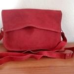 กระเป๋าหนังกลับ สะพายข้าง สีแดง สภาพดีมาก!!