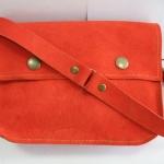 กระเป๋าหนังแท้ กระเป๋าสะพายข้าง หนังกลับ สีส้ม สภาพดีมาก