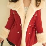 เสื้อโค้ชสีแดง ผ้าWorsted ติดกระดุมกระเป๋าสองข้างสองข้าง มีเชือกผูกรูดเอว