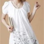 เสื้อตัวยาว คลุมสะโพก สีขาว แขนตุ๊กตา สกรีนน่ารัก ชายเย็บยุ้ม