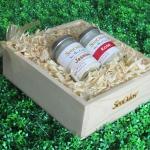 SenOdos ชุดของขวัญ ชุดกิ๊ฟเซ็ท Gift Set เทียนหอมอโรม่า ชุดกลิ่นดอกไม้ Romantic Floral Set 45g x2 กลิ่น (กลิ่นมะลิ, กลิ่นกุหลาบ) บรรจุในกล่องไม้สน รูปทรงเหลี่ยม สวยงาม คุณภาพดี นำเข้าจากนิวซีแลนด์