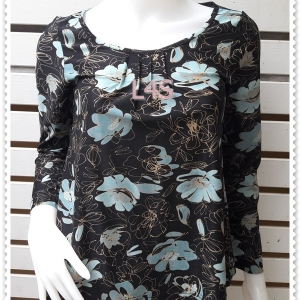 jp4955---เสื้อแฟชั่น นำเข้า สีดำลายดอกไม้ อก 32-33 นิ้ว