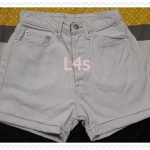 BNB1590-กางเกงขาสั้น สีขาวหม่น calvin klein เอว 25 นิ้ว