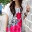 เสื้อแฟชั่น เสื้อสีขาว แต่งรูปดอกสีชมพู ทั้งหน้า-หลัง thumbnail 1