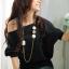 เสื้อตัวใหญ่สีดำ คอปาด จั๊มแขนและสะโพกแต่งแนวกระดุมเก๋ไก๋ thumbnail 1