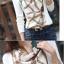 เสื้อแฟชั่น แขนยาว สีขาวคอถ่วง ด้านหน้าตัดต่อลายโซ่น่ารัก thumbnail 5