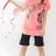 เสื้อยืดสีชมพูสกรีนคำว่า HAPPY จั๊มปลายแขนและชายเสื้อเล็กน้อย thumbnail 2