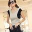 เสื้ออินเทรนด์ สีเทาแขนสีดำ หน้าสั้นหลังยาว ด้านหลังโชว์เล็กน้อย thumbnail 1