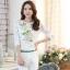 [หมด]เสื้อไสตล์เกาหลี ดีเทลผ้าพื้นสีขาวพิมพ์ลายดอกไม้ ต่อแขนเสื้อผ้าลูกไม้ เพิ่มรายละเอียดด้วยคริสตัลและลูกปัดที่ลายดอก งานละเอียด ตัดเย็บเรียบร้อย สวยค่ะรหัสMN23 thumbnail 1