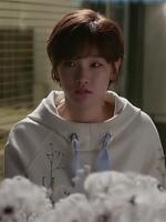 เสื้อแขนยาวสีขาว อึนฮาวอน Cinderella and Four Knights แต่งฮู้ด