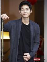 เสื้อคลุมเกาหลี ซง จุง-กิ แนว Cardigan สีเทาเข้ม แต่งกระเป๋าเสื้อด้านล่าง