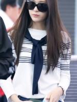 เสื้อยืดแขนยาวสีขาวเกาหลี ลายขวาง แต่งผ้าพัน