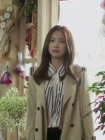 เสื้อโค้ทตัวยาวสีเบจ พัคฮเยจี Cinderella แต่งปกด้านหลัง