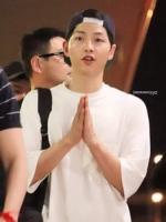 เสื้อแฟชั่นเกาหลี สีขาว ซง จุง-กิ ทรงหลวม LIVE IN THAILAND