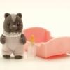 ซิลวาเนียน ดญ เบบี้สกั๊งค์+เปล (UK) Sylvanian Families Skunk Baby Girl