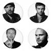 ของที่ระลึกวง Coldplay เลือกด้านหลังได้ 4 แบบ เข็มกลัด, แม่เหล็ก, กระจกพกพา หรือ พวงกุญแจที่เปิดขวด 1 แพ็ค 4 ชิ้น [21]