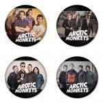 ของที่ระลึกวง Arctic Monkeys เลือกด้านหลังได้ 4 แบบ เข็มกลัด, แม่เหล็ก, กระจกพกพา หรือ พวงกุญแจที่เปิดขวด 1 แพ็ค 4 ชิ้น [12]