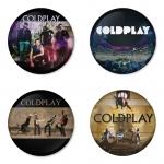 ของที่ระลึกวง Coldplay เลือกด้านหลังได้ 4 แบบ เข็มกลัด, แม่เหล็ก, กระจกพกพา หรือ พวงกุญแจที่เปิดขวด 1 แพ็ค 4 ชิ้น [18]