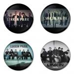 ของที่ระลึกวง Linkin Park เลือกด้านหลังได้ 4 แบบ เข็มกลัด, แม่เหล็ก, กระจกพกพา หรือ พวงกุญแจที่เปิดขวด 1 แพ็ค 4 ชิ้น [9]
