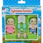 ซิลวาเนียน เบอร์ตี้กับเบลล่าไปว่ายน้ำ (UK) Sylvanian Families Family Swimming Adventure Set