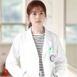 เสื้อยืดแขนยาวสีขาว โอยอนจู W Two Worlds ลายขวาง