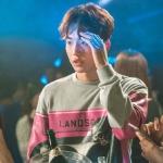 เสื้อแขนยาวแฟชั่นสีเทา ชองจุนฮยอง แต่งพิมพ์ลายหน้าหลัง