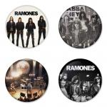 ของที่ระลึกวง Ramones เลือกด้านหลังได้ 4 แบบ เข็มกลัด, แม่เหล็ก, กระจกพกพา หรือ พวงกุญแจที่เปิดขวด 1 แพ็ค 4 ชิ้น [18]