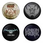 ของที่ระลึกวง Linkin Park เลือกด้านหลังได้ 4 แบบ เข็มกลัด, แม่เหล็ก, กระจกพกพา หรือ พวงกุญแจที่เปิดขวด 1 แพ็ค 4 ชิ้น [13]