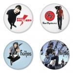 ของที่ระลึกวง Foo Fighters เลือกด้านหลังได้ 4 แบบ เข็มกลัด, แม่เหล็ก, กระจกพกพา หรือ พวงกุญแจที่เปิดขวด 1 แพ็ค 4 ชิ้น [9]