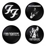 ของที่ระลึกวง Foo Fighters เลือกด้านหลังได้ 4 แบบ เข็มกลัด, แม่เหล็ก, กระจกพกพา หรือ พวงกุญแจที่เปิดขวด 1 แพ็ค 4 ชิ้น [5]