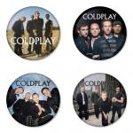 ของที่ระลึกวง Coldplay เลือกด้านหลังได้ 4 แบบ เข็มกลัด, แม่เหล็ก, กระจกพกพา หรือ พวงกุญแจที่เปิดขวด 1 แพ็ค 4 ชิ้น [12]