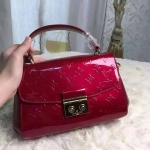 Louis Vuitton Croisette Vernis Bag สีแดง ขนาด 10 นิ้ว หนังแก้วแท้อย่างดี มีสายสะพายยาว ใบขนาดกำลังน่ารัก ใส่IPHONE 6 Plus ได้ มาพร้อม เดทโคท มาพร้อมถุงผ้า การ์ด สายสะพายทำจากโซ่ งาน Top HIEND/ORIGINAL