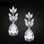 ต่างหูหยดน้ำสไตล์โรแมนติกแวววาวสวยงามด้วยCZ Diamond คุณภาพดีขนาด 1.0*3.4CM