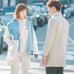 กระเป๋าสะพายสีขาวเกาหลี คิมบ๊กจู แต่งพิมพ์ลาย drilleys usa